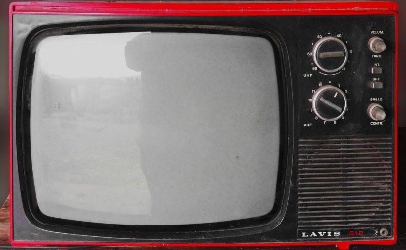 Wieczorny relaks przed telewizorem, lub niedzielne serialowe popołudnie, umila nam czas wolny ,a także pozwala się zrelaksować.